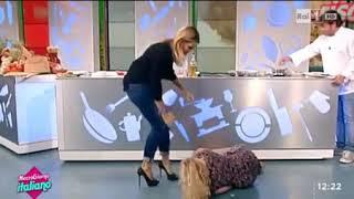 Prezenterka w telewizji odwaliła taki numer, że musieli ją zbierać z podłogi