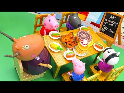 Peppa Pig Cooking Food in the School with a Teacher and Friends