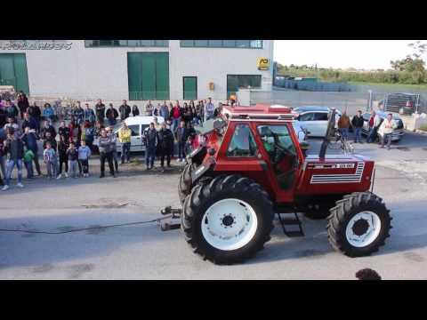Raduno Trattori d'Epoca e Non ... Sfida di Traino -Casa Santa (lu Casò) (Te) 17 Aprile 2017 - видео