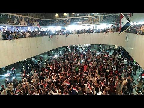Ιράκ: Στο κοινοβούλιο εισέβαλαν υποστηρικτές του σιίτη κληρικού Μοκτάντα Αλ Σαντρ