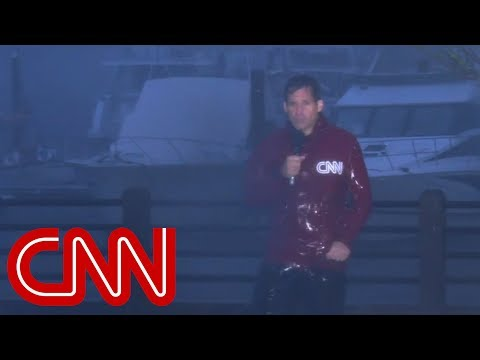 Hurricane Florence splits CNN anchor's microphone cord