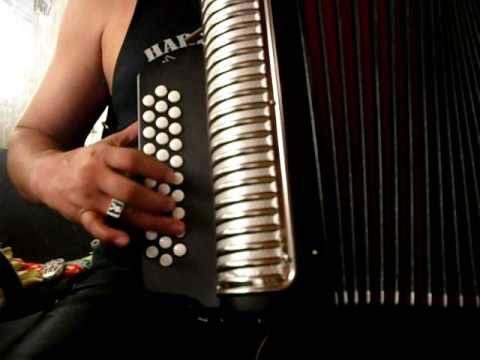 aprender a tocar acordeon - muchos compas me preguntan, como hacer para tener mas velocidad en los dedos......y es muy sencillo.....PRACTIQUEN LAS ESCALAS....je je je....para adelante y...