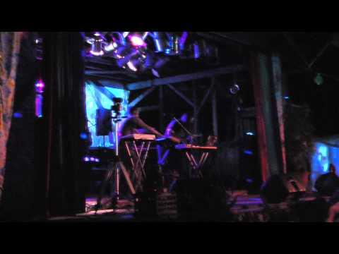 Metris Vs. Vik 44 - Saturday Night Set - Greenlove Festival - Harry Brown's Farm [2011/08/13]