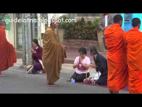 เที่ยวแม่ฮ่องสอน ในตอนทำบุญตักบาตร ตลาดเช้าสายหยุด Sai yud Market Mae Hong Son (видео)