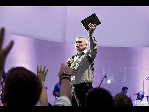 Deus não é conquistado, tu não consegues negociar com Deus, Ele já te abençoou em Jesus