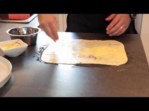 crêpe marocaine - Ingrédients : pour 8 à 10 Crêpes 350 Gr de Farine 150 Gr de Semoule Fine 10 Gr de sel 10 Gr de Levure de boulangerie 1 Verre d'huile d'olive 1 Verre d'huile ...