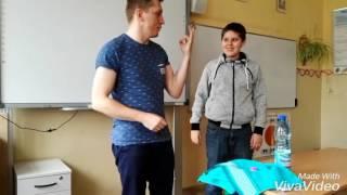 Nauczyciel śmieszek. Magiczna sztuczka na lekcji angielskiego