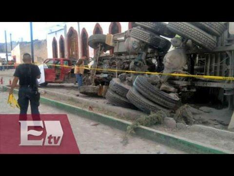 Camión de carga se queda sin frenos y arrolla a peregrinos; hay 20 muertos