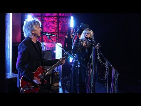 "Fleetwood Mac Performs ""Gypsy"""