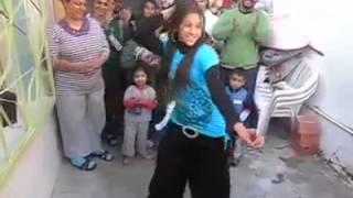 Roman Kızından Harika Dans Show