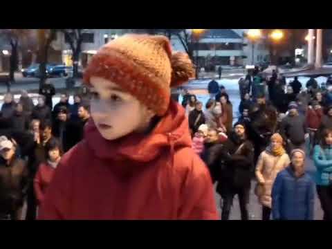 Pred novoveskú Redutu prišlo v piatok niekoľko stoviek ľudí