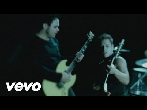 Atreyu - Her portrait in black