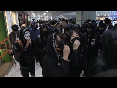 Χονγκ Κονγκ: Διαδήλωση, επεισόδια και συλλήψεις σε εμπορικό κέντρο…