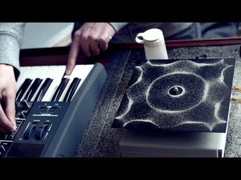 Cymatics: Chladni Plate - Sound, Vibration and Sand (видео)
