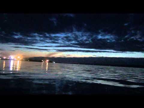 Лодка ПВХ через реку Енисей на веслах <u>конкурс в заря енисея</u> ночью.