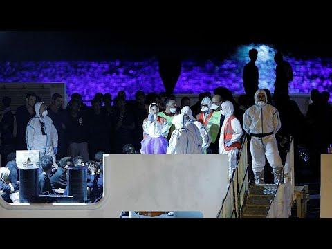 Diccioti: Αποβιβάστηκαν οι μετανάστες – Εισαγγελική έρευνα κατά Σαλβίνι…