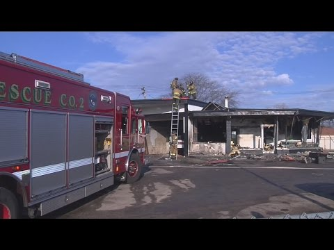 Fire damages auto body shop on Milwaukee's northwest side