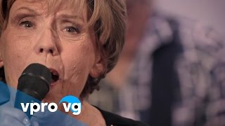 Greetje Kauffeld & Dig d'Diz perform A Song For You, composed by Leon Russell.Greetje Kauffeld - voice, Jan Menu - baritonsax, Maarten van der Grinten - guitar, Jan Voogd - double bassGreetje Kauffeld (1939) is Dutch jazzvocalist with a blooming international career of 60 years, celebrated with a new CD: A Song For Youmore: https://www.vpro.nl/vrije-geluiden/lees/artiesten/greetje-kauffeld.htmlBroadcast may 14th 2017 This video was recorded @TivoliVredenburg. VPRO Vrije Geluiden is a music program made by the Dutch public broadcast organization VPRO https://www.vpro.nl/vrijegeluiden