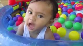 Mainan anak ❤ Mandi bola kakak dan adik asyik bermain air  Kids pool fun balls @HifzhieChanel