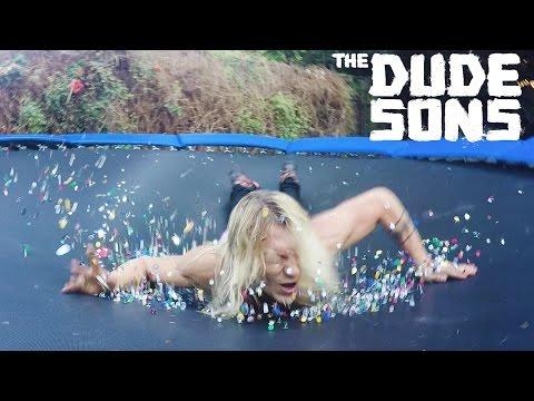 Duudsonit-Jukka ja nastat trampoliinissa – nyt sattuu