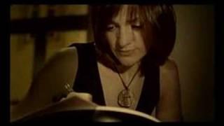 Video Clip do tema Uma Gota - disco Na Alma e Na Pele - Mafalda Veiga.