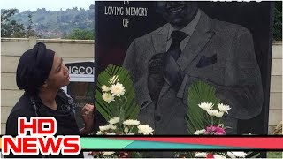 Breaking: Amanda Ncwane spends valentine with Sfiso Ncwane's Ghost. Amanda Ncwane spends valentine with Sfiso Ncwane. Sfiso Ncwane's son, Mawenza, has posted a very emotional picture on Instagram. Mawenza posted the picture of his mother, Ayanda Ncwane, at Sfiso's graveside with a message that reads: -----------------------------------------------------------------------------------------------------------If you feel good, please support the author by subscribing to our channel to track the next video.* SUBSCRIBE TO OUR CHANNEL: https://goo.gl/rP0kO2-----------------------------------------------------------------------------------------------------------► See More: https://goo.gl/T4QXPk► Facebook: https://goo.gl/3loZJg► Twitter: https://goo.gl/UcNkox► Website: http://www.92newshd.tv/