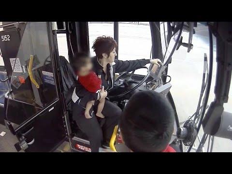 ΗΠΑ: Οδηγός σώζει μωρό από το δρόμο