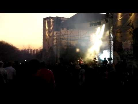 VP Oppikoppi 2011 – Heuwels Fantasties – Sonrotse Ft. Francois Van Coke (1 min) Part 1