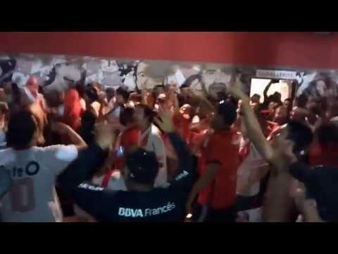 Video - [TEMA NUEVO] TIRASTE GAS - River vs Cruzeiro - Copa Libertadores 2015 - Los Borrachos del Tablón - River Plate - Argentina