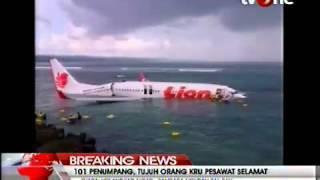 Kecelakaan pesawat Lion Air jenis Boeing 737-800 yang tergelincir dan jatuh ke laut di dekat Bandara Ngurah Rai, Denpasar, Bali pada Sabtu, (13/4) mengakibatkan sejumlah penumpang mengalami luka-luka ringan.Berdasarkan informasi di lapangan, seluruh penumpang telah dievakuasi dengan selamat dan telah berada di dalam Terminal Bandara Ngurah Rai Bali.Berikut penuturan penumpang yang mengalami kecelakaan pesawat Lion Air, simak selengkapnya dalam video berikut ini.