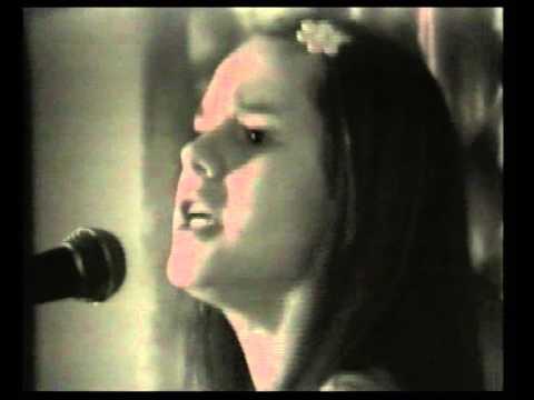 Tekst piosenki Doda - Być kobietą po polsku
