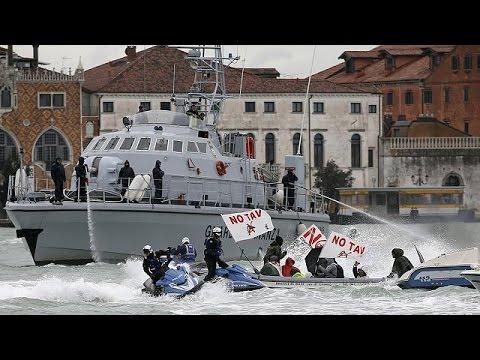 Ιταλία: «Ναυμαχία» διαδηλωτών- αστυνομίας στη Βενετία