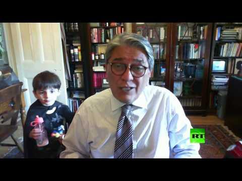العرب اليوم - شاهد: مقطع طريف لطفل يظهر خلف والده اثناء لقاء تلفزيوني