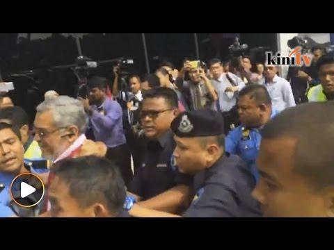 Samseng Pasir Salak serang Khalid Samad di Parlimen isu 'Menteri Sial'