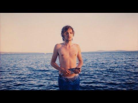 Kytarové sólo na rybu? Skupina Bert & Friends přivezla z Chorvatska nejbizarnější letní hit Plody moří