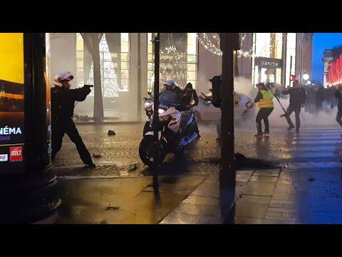 Frankreich: Ausschreitungen bei Gelbwesten-Protest in Paris