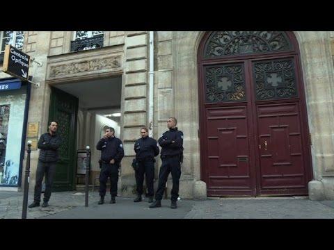 KIM KARDASHIAN BRAQUÉE À PARIS, DES BIJOUX VOLÉS POUR 9 MILLIONS D\'EUROS