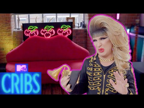 EP #4: DJ Jodie Harsh's Fabulous Fashion Flat | MTV Cribs UK