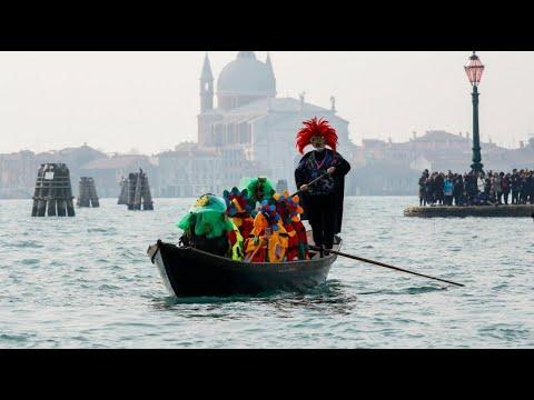 Karneval mit riesiger Ratten-Regatta in Venedig
