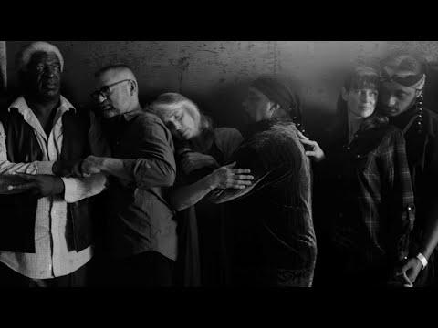 Video - Λένι Κράβιτζ: Το σκηνοθετικό ντεμπούτο και το τραγούδι για την διαφορετικότητα