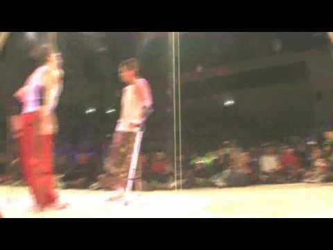 Breakdance del bueno, con muletas