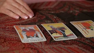 How To Read Reversed Cards | Tarot Cards