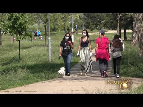 Aleksandra Prijović sa mamom i kučetom u šetnji tokom vanrednog stanja