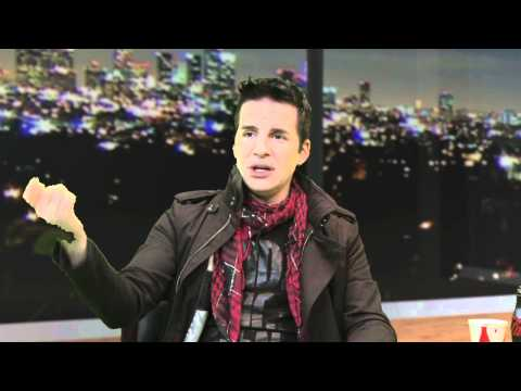 Hal Sparks Answers Fan Questions - 2010 AMAs