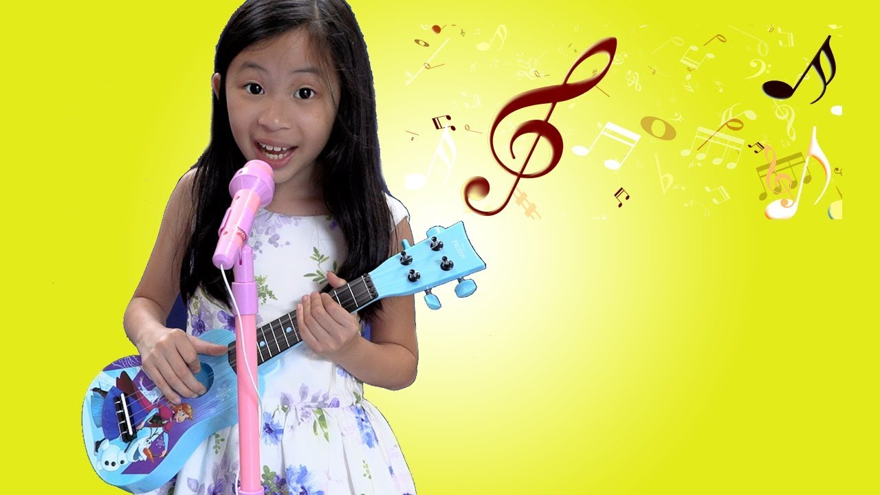 Chloe Pretend Play with CUTE Guitar Toy and Sing Kids Songs