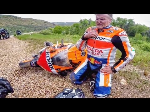 FUNNY & SCARY MOTORCYCLE CRASHES | BIKER WRECKS IN FRONT OF POLICE! 🚓
