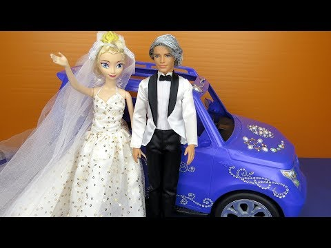 Elsa's Wedding ! Elsa and Anna toddlers at the Church - lots of princesses invited - dresses - gowns (видео)