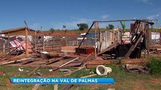Dezenas de famílias são retiradas de área ocupada durante reintegração de posse em Bauru