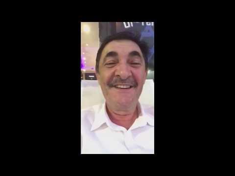 Один клиент сидит у парикмахера в Америке - анекдот - DomaVideo.Ru