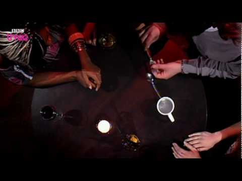 Spoon, Fork and Cup Trick - The Real Hustle - Series 8 Episode 2 - BBC Three